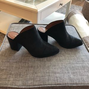 New Never Worn Report Black Suede Tisha Mule